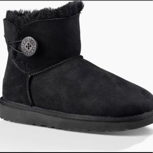 🖤 UGG Bailey Button Boots